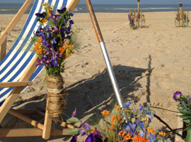 Florales Hochzeits-Fotoshooting am Strand
